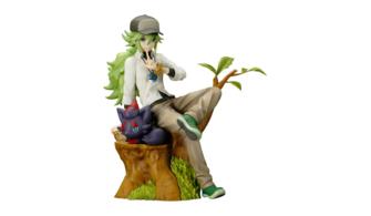 figura de N y zorua en un tronco