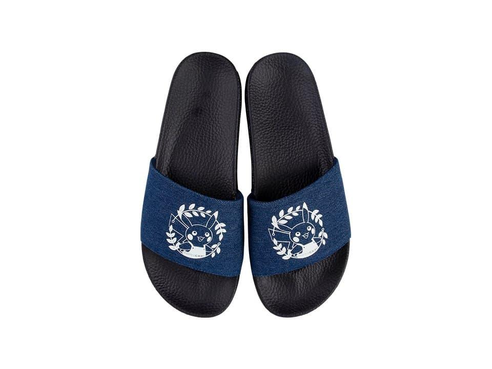 Zapatillas de color azul marino con ilustraciones de Pikachu